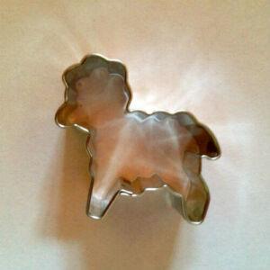 Kis bárányka húsvéti kiszúró, mézeskalács figura 3,5 cm