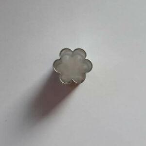Mini virág linzer közép kiszúró, mézeskalács figura 1,8 cm
